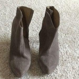 Jessica Simpson women's size 11 gray bootie